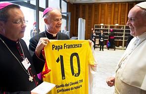 Ojciec Święty otrzymał podarunki od polskiej młodzieży