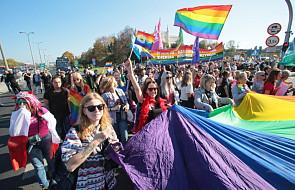 Lublin: Marsz Równości idzie otoczony kordonem policji