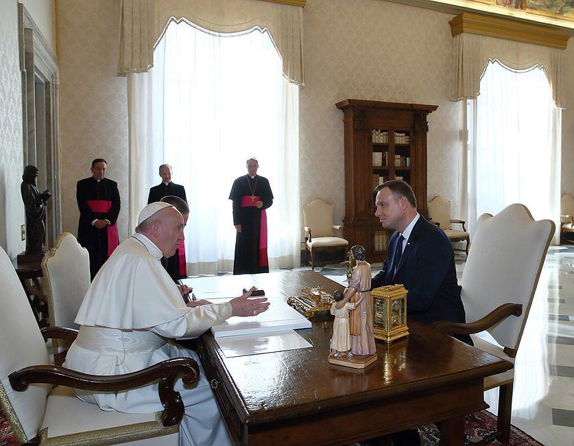 Bomba w Watykanie! Zobaczcie, co wydarzyło się w czasie spotkania papieża z prezydentem - zdjęcie w treści artykułu nr 3