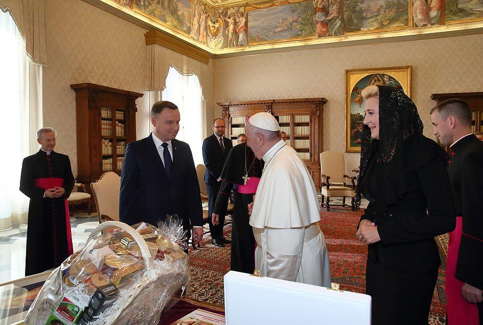 Bomba w Watykanie! Zobaczcie, co wydarzyło się w czasie spotkania papieża z prezydentem - zdjęcie w treści artykułu