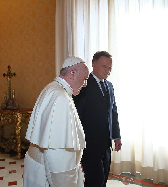 Bomba w Watykanie! Zobaczcie, co wydarzyło się w czasie spotkania papieża z prezydentem - zdjęcie w treści artykułu nr 2