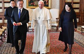 Watykan: papież Franciszek czeka na oficjalne zaproszenie do KRLD
