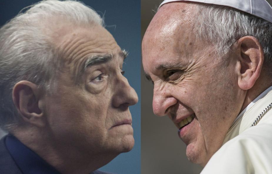 """""""Miłość Jezusa często wydawała się odległa"""". Znany artysta pyta papieża o zło"""