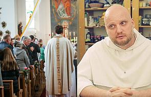 """Adam Szustak OP: jak ubrać się do kościoła? """"Dwie rzeczy bardzo mnie irytują"""""""
