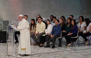 """""""Jesteśmy z tobą i ze wszystkimi biskupami Kościoła w trudnych momentach"""". List młodzieży do papieża"""