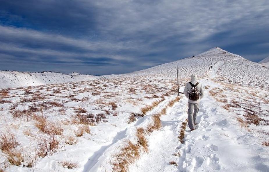 Bieszczady: śnieg i mróz na połoninach. Trudne warunki turystyczne