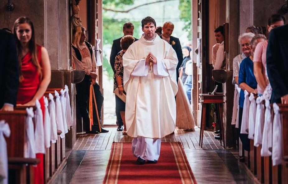 Ksiądz z KUL: zniesienie celibatu może być kluczem do wyjścia z kryzysu