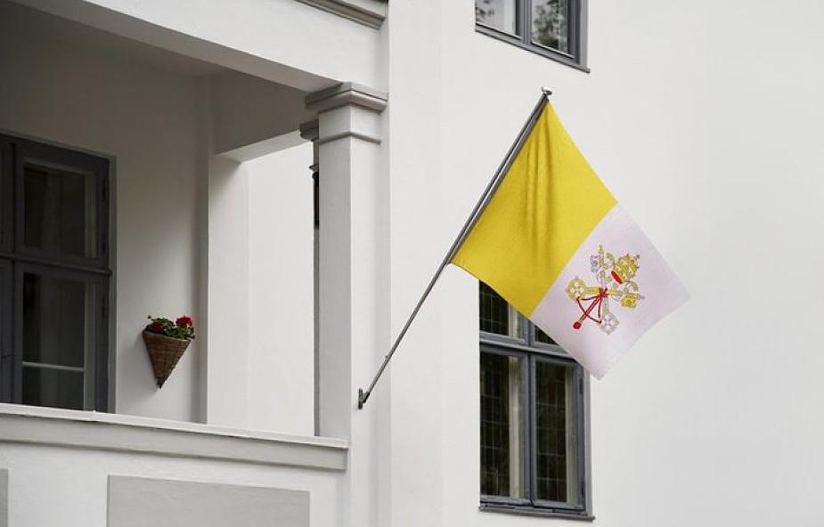 """W tym kraju wywieszenie flagi Watykanu może być uznane za """"akt terroryzmu"""""""