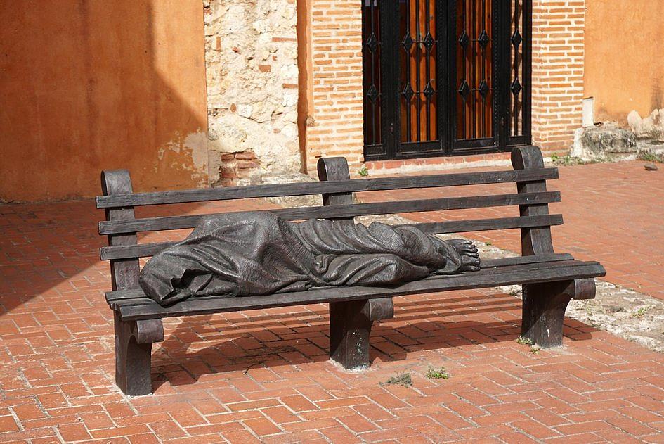 Papież podarował Rio de Janeiro rzeźbę bezdomnego Jezusa - zdjęcie w treści artykułu