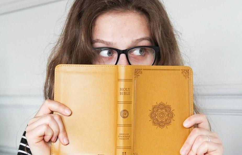 Czy można dowiedzieć się czegoś więcej o biblijnych postaciach? Jest na to sposób
