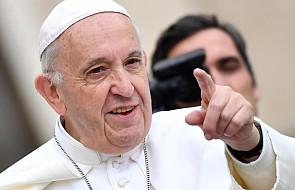 """Papież Franciszek udał się na niezwykły cmentarz, by się pomodlić. """"To Ogród Aniołów"""""""