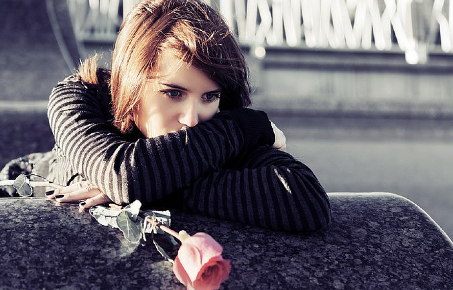 Samotna biała kobieta randki