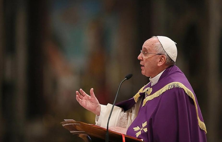 """Papież Franciszek o tym, co sprawia, że podczas Eucharystii możemy poczuć """"piękno raju"""""""