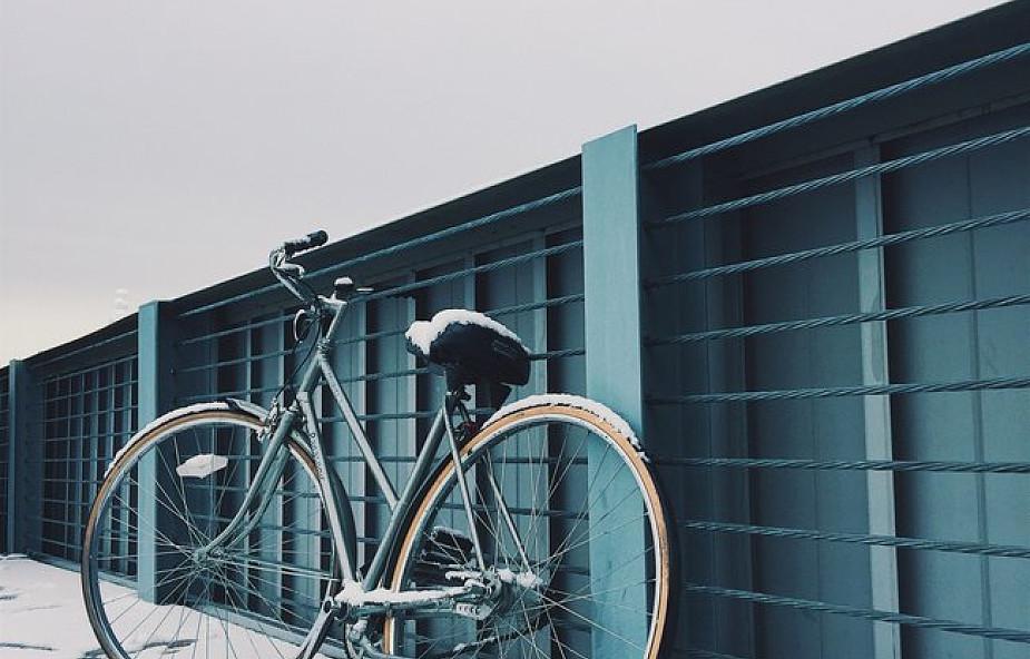 Kraków: stojaki na rowery z przetopionych pieców staną przed szkołami