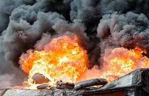 """Żory: składowisko opon nadal płonie. Na miejscu kolejne zastępy strażaków. """"Trzeba było znów zintensyfikować akcję"""""""