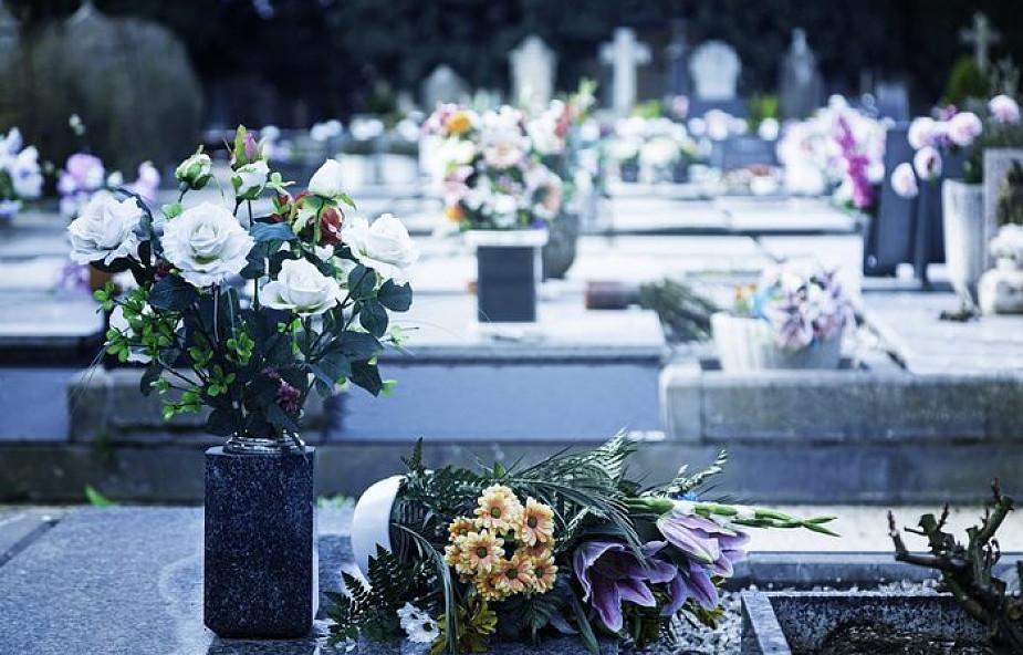 Dlaczego katolicy grzebią swoich zmarłych? Oto powody o których być może nie wiedziałeś