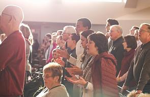 Krosno: trwa dwudniowe Podkarpackie Forum Charyzmatyczne. Oglądaj transmisję na żywo [LIVE]