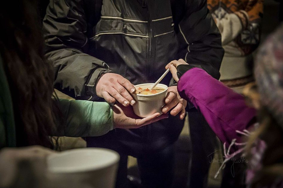 Okaż wsparcie osobom ubogim i świętuj z nimi w Katowicach - zdjęcie w treści artykułu