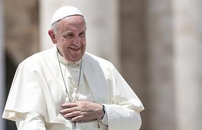 """Papież ujawnił, jaki medalik nosi zawsze przy sobie. """"To prezent od pewnej kobiety"""""""