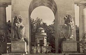 Rada Lwowa donosi o próbie uszkodzenia płyt zasłaniających przywrócone w 2015 roku lwy na Cmentarzu Orląt