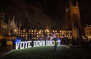 Brytyjski rząd odłożył w czasie głosowanie nad umową ws. Brexitu