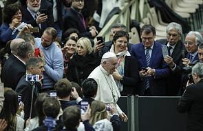 Franciszek: w szkole Maryi uczymy się wyruszać w drogę, aby umieć wytrwać w obliczu prób i trudności
