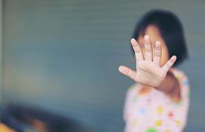 W Polsce krzywdzenia doświadcza 7 na 10 dzieci