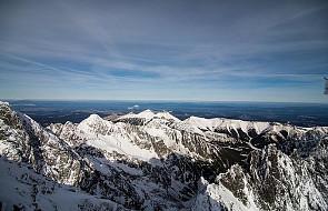Tatry: ślisko na szlakach; zamarzają górskie jeziora