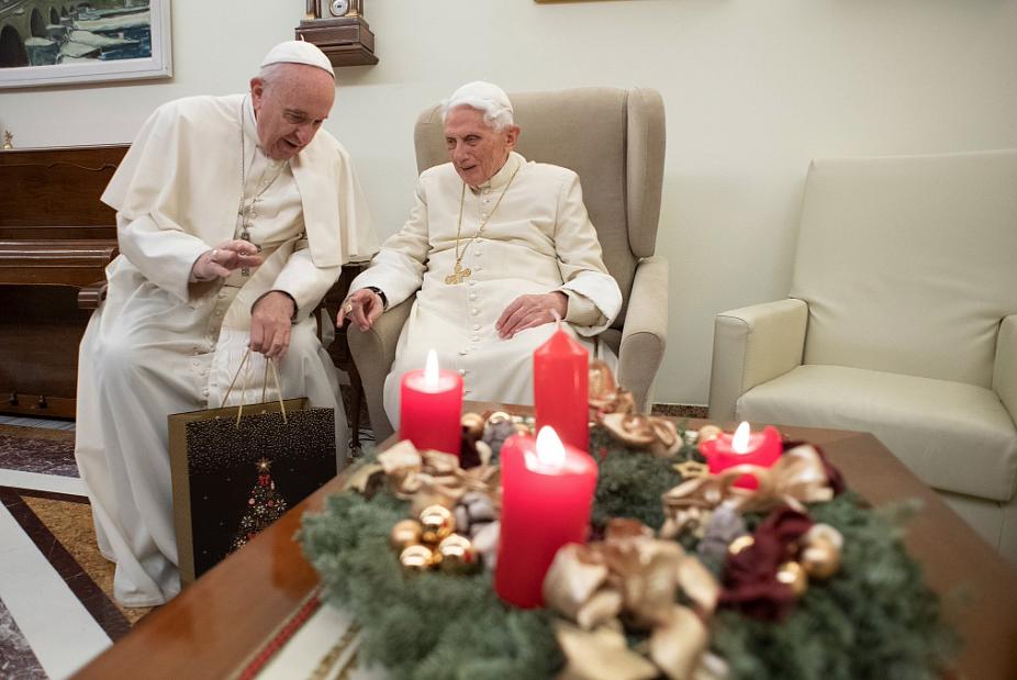 Watykan opublikował najnowsze zdjęcia Benedykta XVI z Franciszkiem [FOTO] - zdjęcie w treści artykułu nr 1