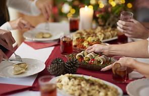 10 typowych zachowań Polaków przy wigilijnym stole