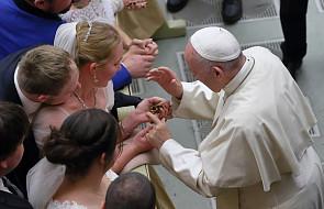 Franciszek: Módlmy się za rodziny świata, którym brakuje pokoju i zgody
