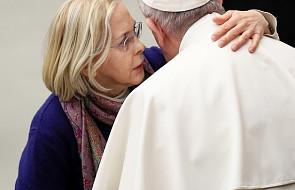 Papież odwiedził punkt medyczny dla bezdomnych i szopkę na placu św. Piotra