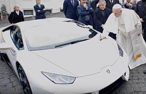 Papieskie Lamborghini znowu do sprzedaży. Teraz można je wygrać w... loterii