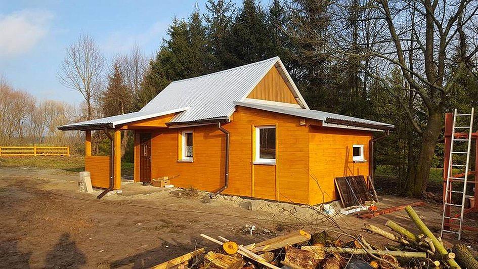 Prosiła o chustkę i drewno na opał, a oni w 6 dni wybudowali jej nowy dom [ZDJĘCIA] - zdjęcie w treści artykułu nr 5