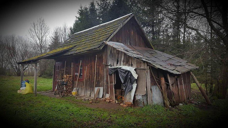 Prosiła o chustkę i drewno na opał, a oni w 6 dni wybudowali jej nowy dom [ZDJĘCIA] - zdjęcie w treści artykułu