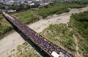 Tysiące uchodźców z Wenezueli ucieka do Kolumbii. Sytuacja staje się napięta