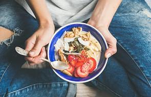 """Nietuzinkowy pomysł na zerwanie ze """"śmieciowym"""" jedzeniem"""