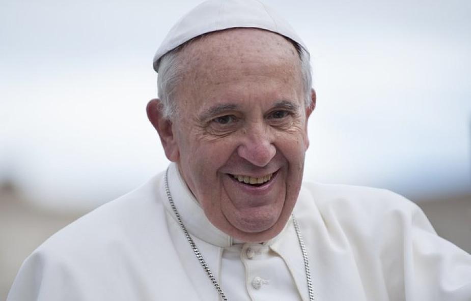 Biuro Prasowe Stolicy Apostolskiej o dwóch podróżach papieża Franciszka