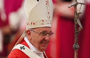 """""""Jezus z miłością pochyla się nad naszą rzeczywistością"""". Kończy się piąty dzień papieskich rekolekcji"""