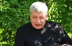 Internauci modlą się za ks. Piotra Pawlukiewicza. Ruszyła akcja wsparcia dla kapłana