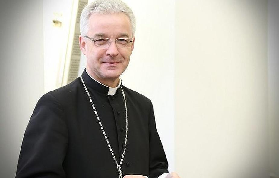 Bp Lechowicz: Kościół nie byłby wiarygodny, gdyby był obojętny na los potrzebujących