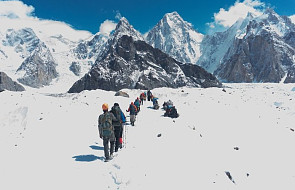 Wyprawa na K2 - Wielicki: Denis Urubko schodzi z góry, obecnie jest w drugim obozie na wysokości około 6900 m