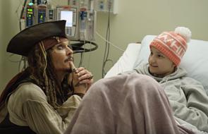 Johnny Depp zrobił niespodziankę dzieciom w szpitalu [WIDEO]