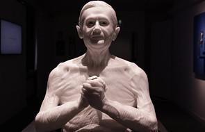 Benedykt XVI bez koszulki. Rzymska rzeźba wzbudza zachwyt i zgorszenie