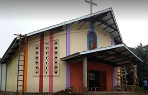 """Ten kościół został """"przywieziony"""" z Polski. Na Msze do niego ludzie chodzą nawet trzy dni"""