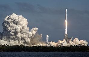Główny człon rakiety Falcon Heavy wpadł do wody