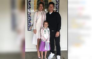 Znany hollywoodzki aktor wraz z żoną relacjonują na Instagramie sakrament swojej córki