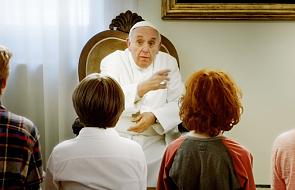 """""""Tam, gdzie mieszka Bóg"""". Pierwszy film z udziałem papieża Franciszka"""