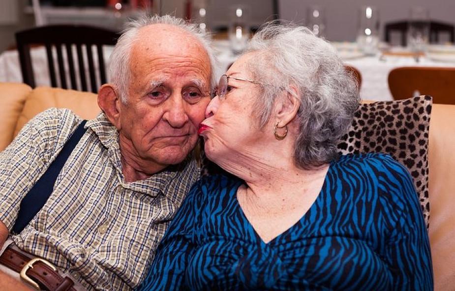 """Małżonkowie z 56 letnim stażem zdradzili swój sposób na udany związek. """"Raz w tygodniu…"""""""