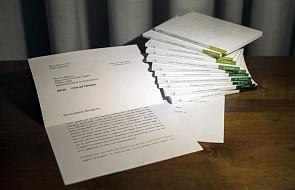 Watykan celowo ukrył część listu Benedykta XVI chwalącego Franciszka